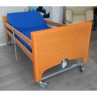 Cama articulada con elevación vertical, barandillas y colchón